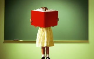 servizi scolastici bimbo libro